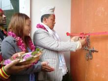 गाउँपालिकाको नयाँ भवन उद्घाटन समारोहमा रिवन काट्नु हुदै अध्यक्ष श्री भुपेन्द्र राई ज्यु र साथमा  उपाध्यक्ष श्री सपना राई ज्यु